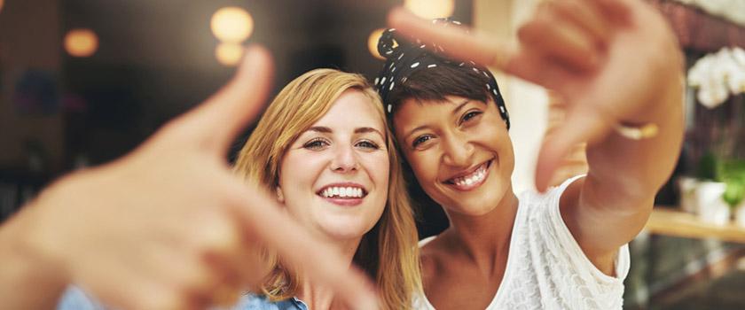 Freiheit durch Augenlasern und Linsenimplantation statt Brille und Kontaktlinsen