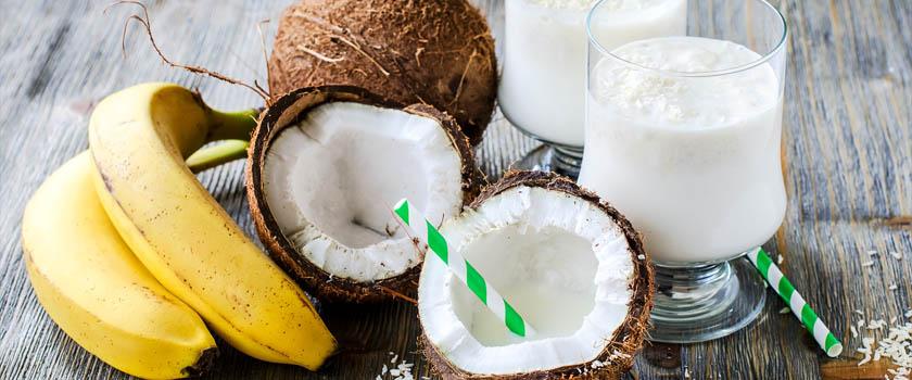Kokos-Milchshake hilft gegen dunkle Augenringe