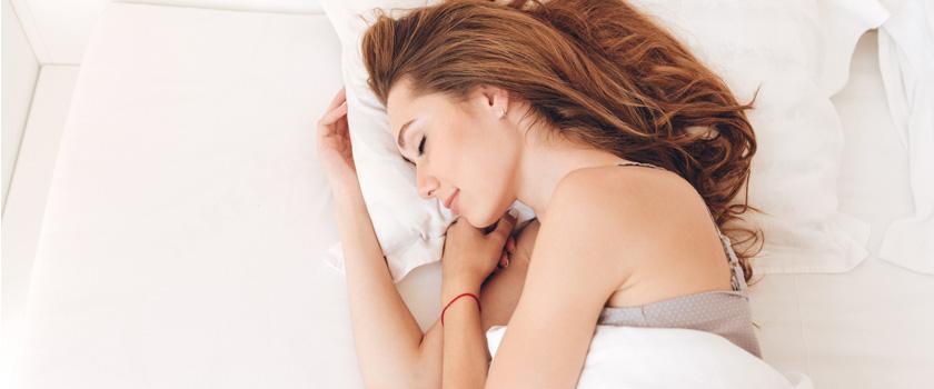 Was passiert, wenn man mit Kontaktlinsen schläft?