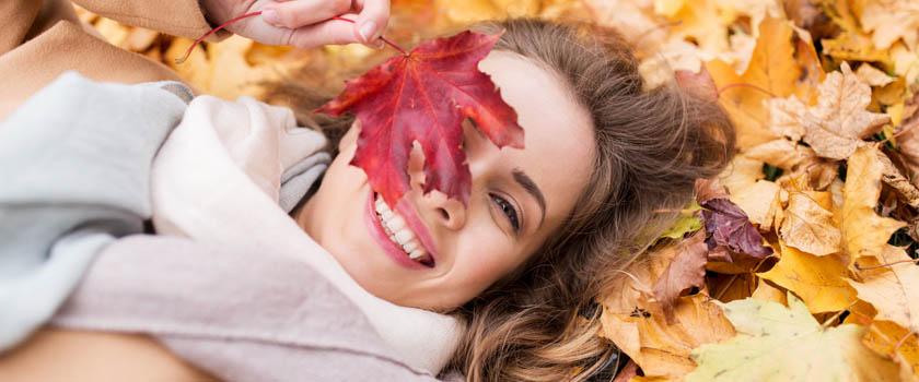 Augenlaserkorrektur: Warum der Herbst die perfekte Jahreszeit dafür ist