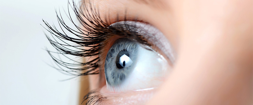 Augenfarbe ändern: Ist das durch eine Augen-OP möglich?