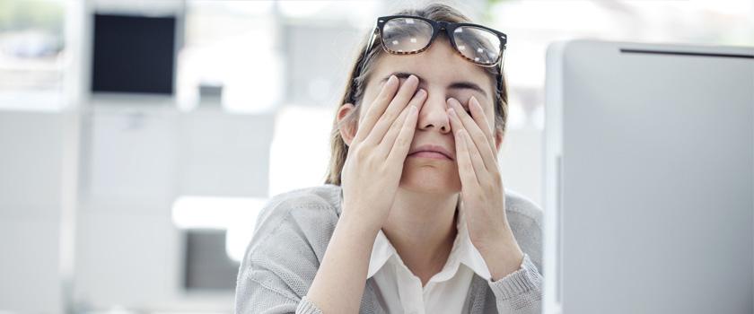 Warum man das Reiben von trockenen und juckenden Augen vermeiden sollte